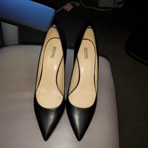 Michael Kors kitten heeled pumps